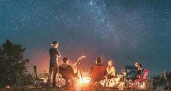 Seara de FILM: Cum poti organiza o intalnire DIFERITA cu prietenii?