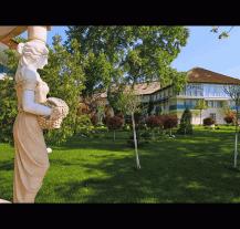 Delta Dunarii se mandreste cu hotelul dintre ape