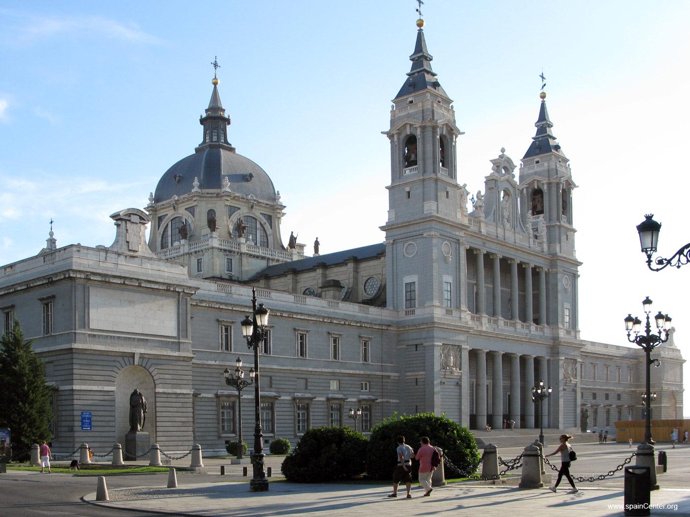 Catedrala-Almudena-Madrid